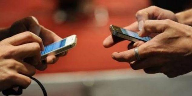 Meski Banyak Manfaat, Jangan Berlebihan Main Smartphone